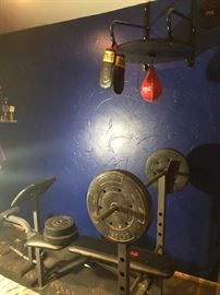 Weight bench and boxing bag with gloves