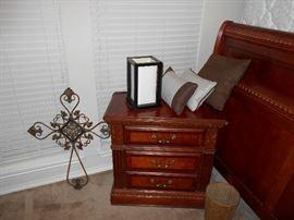 beautiful queen bedroom set