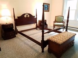 queen anne 4 poster bed queen size $325
