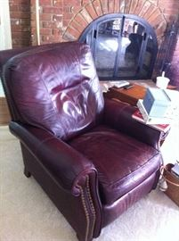 ONE OF 2 LEATHER RECLINERS