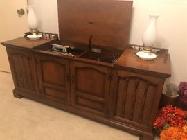 Vintage Zenith stereo cabinet with turntable and 8 track player in working order