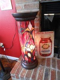 Pedestal lamp approx 2.5' tall