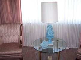 ONE OF A PAIR OF CHANNEL-BACK CHAIRS, GLASS COFFEE TABLE & CERAMIC LAMP