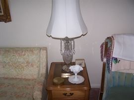 ONE OF A PAIR OF FRENCH PROVINCIAL LAMP TABLES, ONE OF A PAIR OF CRYSTAL PRISM LAMPS & SMALLS
