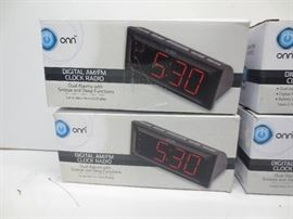 Lot of 4 onn digital Am/FM clock radio