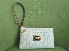 Michael Kors AV-1606 clutch purse