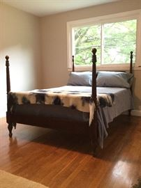 Full Sized Wood Bed Frame   http://www.ctonlineauctions.com/detail.asp?id=726871