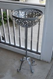 Metal outdoor planter