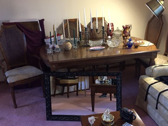 DR table w/2 leaves and 6 chairs