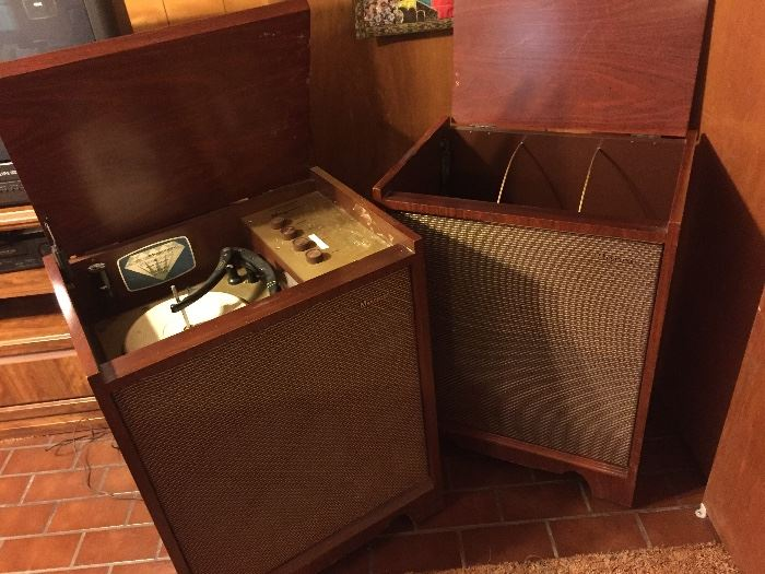 Groovy retro solid mahogany stereo; restore or repurpose!
