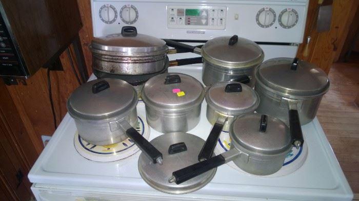 Flavo Seal Aluminum set of pots.