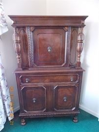 blind china cabinet (part of diningroom set - this cabinet, buffet, table and chairs for $550.00)