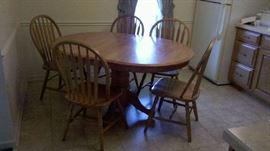 kitchen table with leaf and 5 chairs $150.00