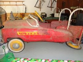 love this pedal car, needs a little repair and a good cleaning