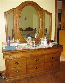 oak dresser with mirror   BUY IT NOW $ 125.00