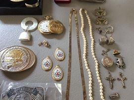 Selection of sterling and other fine smalls.
