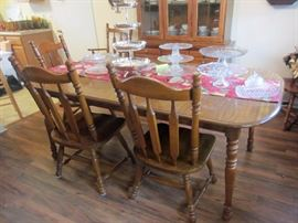 Dining table with one leaf and six chairs