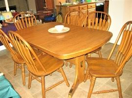 Oak Dining Room Set with 6 Chairs and Leaf