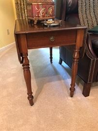 ANTIQUE DROP LEAF END TABLE