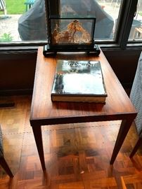 Reoval End Table