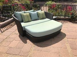 Tropitone evo cuddle chair