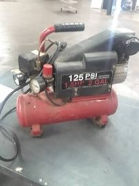 Crafts Man 125 Psi 1.5 HP 2 Gal Tank