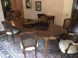 LARGE dining table (Shown with 2 leaves inserted)  beautiful finish with pads and 6 chairs
