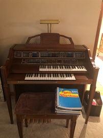 Baldwin organ