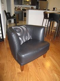 Barrel leather chair