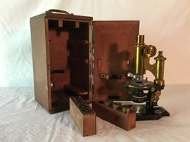 Brass Microscope in Wooden Box                 https://ctbids.com/#!/description/share/26611