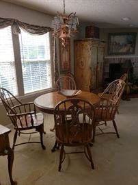 oak table (2 leaves) with 6 Windsor chairs