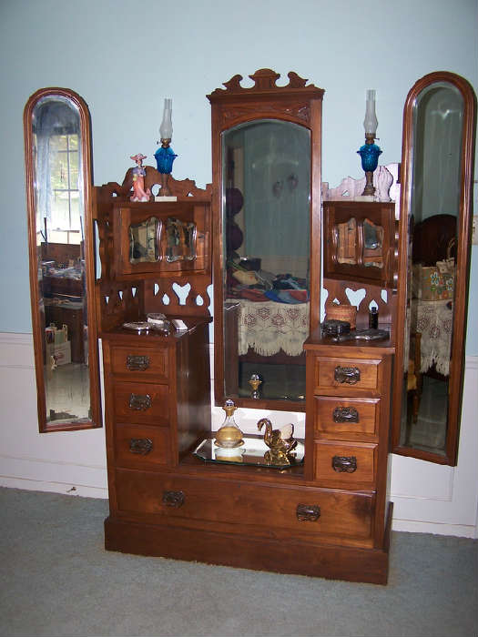 Beautiful old Vanity Dresser!