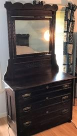 Antique Dresser with Mirror - Sweet!    http://www.ctonlineauctions.com/detail.asp?id=728663