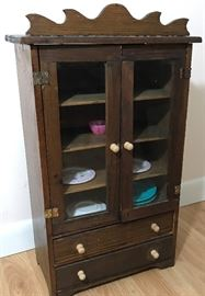 Tiny Toy Hutch and Dishes    http://www.ctonlineauctions.com/detail.asp?id=728667