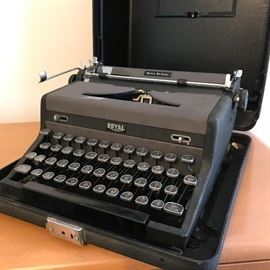 Vintage Royal Portable De Luxe Typewriter  http://www.ctonlineauctions.com/detail.asp?id=728668