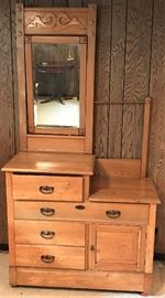 Antique Wash Stand http://www.ctonlineauctions.com/detail.asp?id=728669