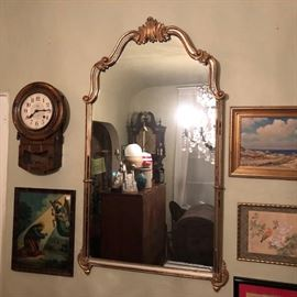 Elegant gilt mirror