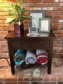 Ex condition side table and home décor items.