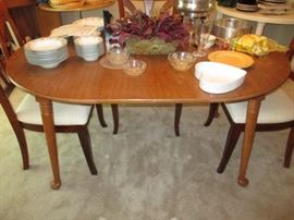 Tell City table w/Formica top, 2 leaves-small round table without leaves
