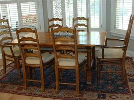 Breakfast room rectangular table, pine with leaves and 6 chairs (2 with arms)