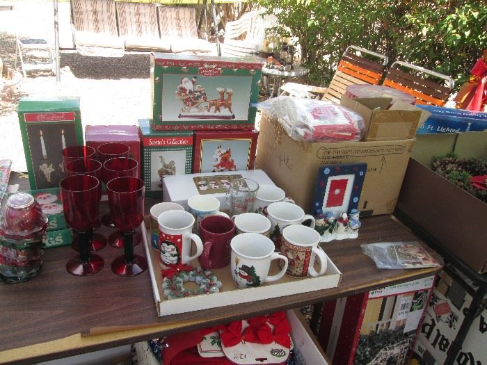 Holiday Table Ware and Decor