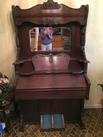 WW Putnam and Co pump organ