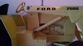 VINTAGE FORD 7500 END-LOADER