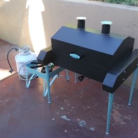 Refurbished Holland Brand Grill - removable legs