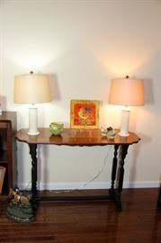 Pair Wedgwood Lamps, Roseville Vase, Nice Accent Table