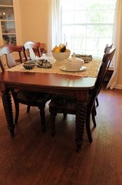 Nichols & Stone Custom Dining Table with Leaf and 6 Chairs (Two chairs and displayed in Livingroom)