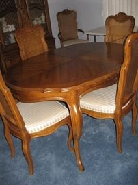 Beautiful Drexel Dining Table with Six Chairs and Two Leafs...
