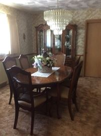 Stanley Furniture dining room table - 2 captain's chairs, 4 chairs