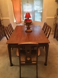 Century Furniture Co. Dining table (NICE)