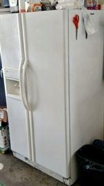 Side by side frigerator